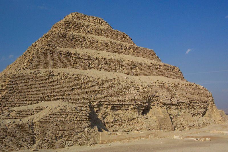 Les pyramides du monde - Page 2 800px-10