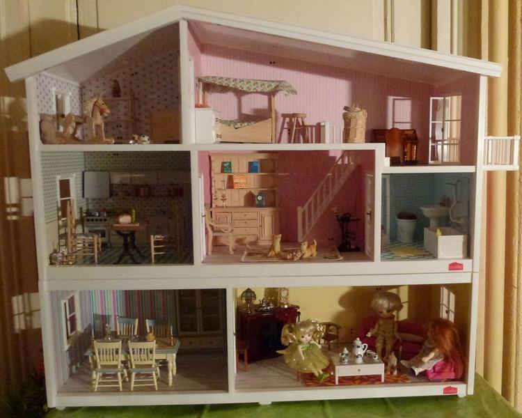 maison en bois barbie. Black Bedroom Furniture Sets. Home Design Ideas